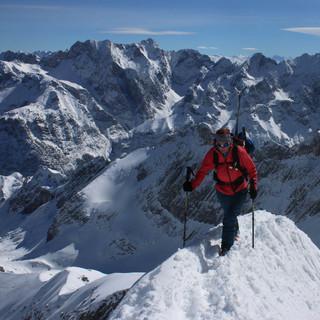 An der Alpspitze herrschten (im Bild der Aufstieg über den Ostgrat) am Donnerstag Vormittag perfekte Verhätnisse.  Foto: M. Pröttel