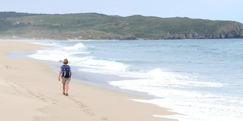 Spuren im Sand: Bald leckt der Atlantik an ihnen als hätten sie nie existiert. Foto: Eberhard Neubronner
