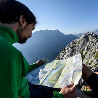 Karten helfen bei der Tourenplanung und Orientierung. Foto: DAV/Wolfgang Ehn