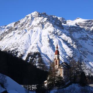 Die Pfarrkirche Heiliger Nikolaus wurde bereits 1760 errichtet. Foto: Michael Pröttel
