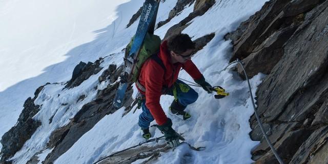 Skirunde Großvenediger: Kurz und mit Drahtseilen gesichert: Anstieg in das Wallhorntörl. Foto: Stefan Herbke
