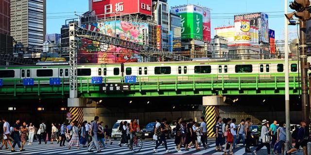 Großstadtgetümmel in Tokio. Mit dem Zug geht es Richtung Mount Fuji. Foto: Norbert Eisele-Hein