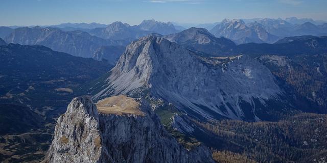 Natur vor der Ankunft des Menschen: Ebenstein-Ausblick nach Westen auf Brandstein, Gesäuseberge und – ganz hinten – Dachstein. Foto: Axel Klemmer
