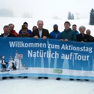 Landrat Wolfgang Berthaler (Mitte) und Landtagsabgeordneter Florian v. Brunn unterstützen den Aktionstag.  Foto: DAV