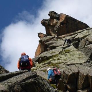 Unterwegs im steilen felsigen Gelände. Foto: Sarah Kästner