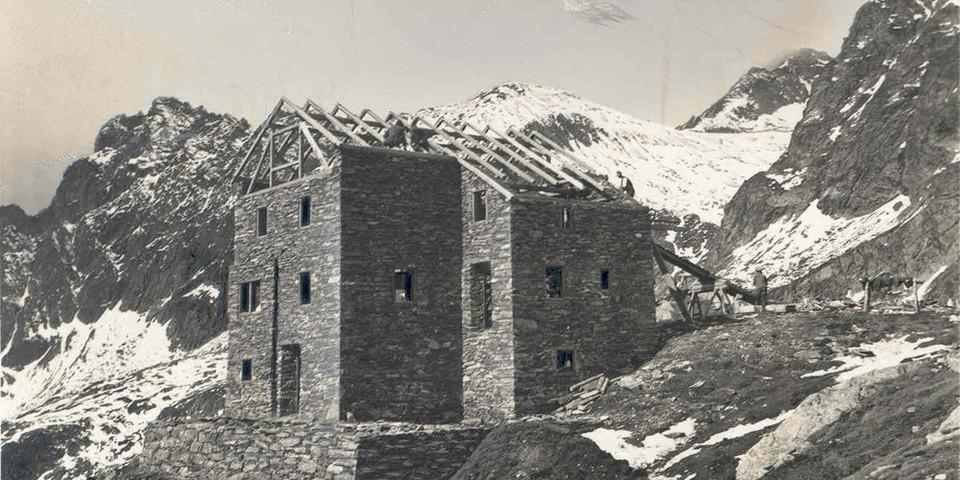 Rohbau der Bonn-Matreier-Hütte, 1931, Archiv des DAV, München