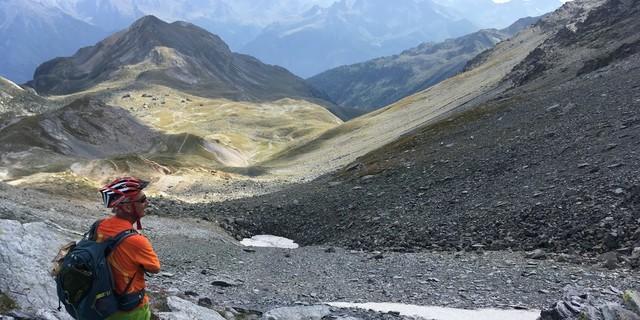 Tag 6: Ein Päuschen, um – wie hier am Col de Chavière – die Aussicht zu genießen, ist immer drin.