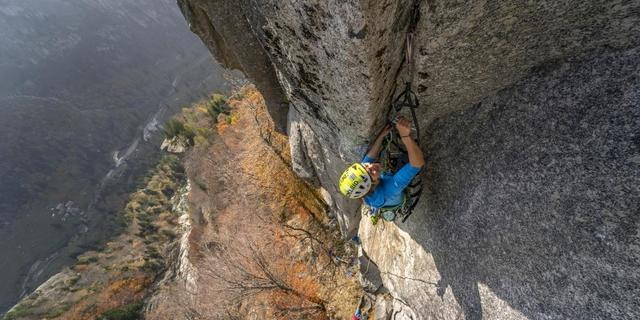 Es geht steil und luftig zu am Mello-Granit. Foto: DAV / Silvan Metz