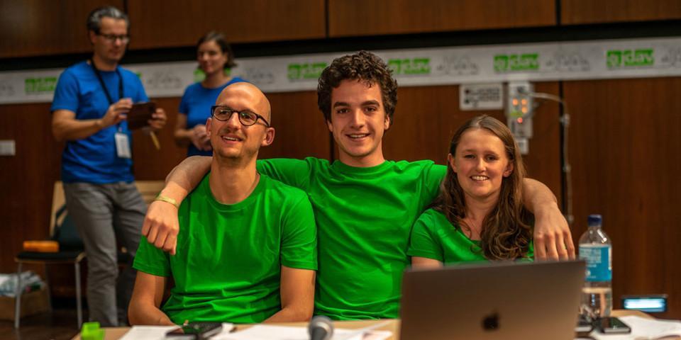 Richard Kempert, Stefan Minnich und Sunnyi Mews (v.l.n.r.) bei ihrer Verabschiedung aus der Bundesjugendleitung, Foto: JDAV/Silvan Metz