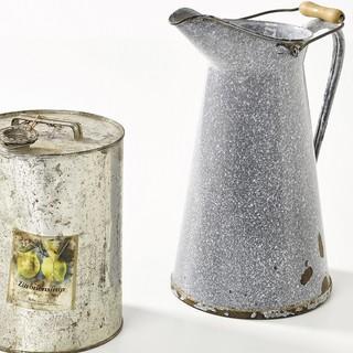 Sirup statt Bier! Das Essens- und Getränkeangebot hing vom Transport ab: Sirup gab es oft. Bier hingegen auf vielen Hütten wegen des Gewichts nicht. Alpines Museum des DAV, München. Foto: Fotostudio West, Wörgl