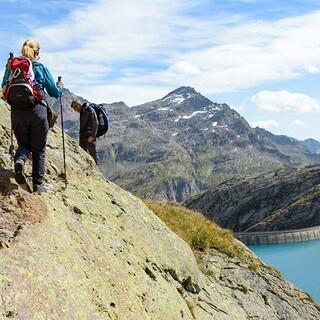 Über dem Lago dei Cavagnöö wird der Weg noch mal felsiger und ausgesetzter. Foto: Folkert Lenz