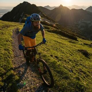 Nicht alle Wege sind für das Mountainbiken so geeignet wie dieser. Foto: DAV/Chris Pfanzelt