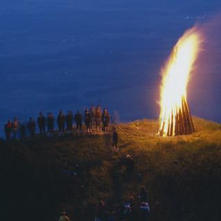 An vielen Gipfeln (wie hier dem Hochfelln) finden dieses Wochenende Sonnwendfeuer statt. Foto Pröttel