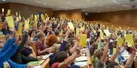 Abstimmung im Plenum, Foto: JDAV/Ben Spengler