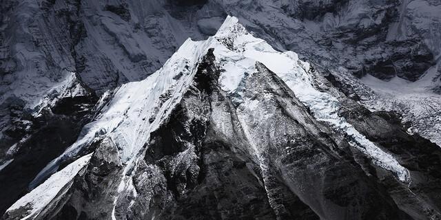 November: Der Island Peak von der gewaltigen Lhotse-Südwand, Nepal, Foto: Robert Bösch