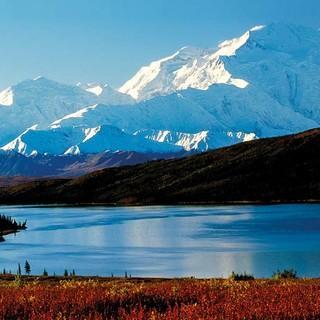 Der Denali (Mount McKinley) über dem Wonder Lake in Alaska, Foto: Art Wolfe