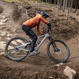 Mountainbike-Kurve-Steuern-Velomotion