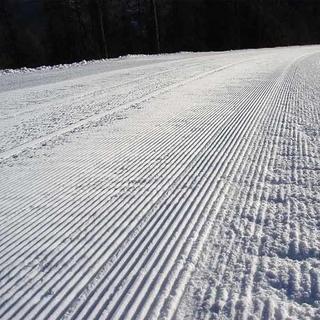 Skitouren-auf-Pisten-praeperierte-Piste