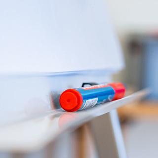 Flipchart mit Stift, Foto: JDAV/ Silvan Metz