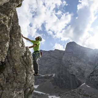 Geklettert wird am Fels oder in der Halle. Foto: DAV/Wolfgang Ehn