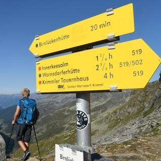 An der Birnlücke auf 2669 Meter überschreitet man die Grenze zu Italien/Südtirol. Foto: Stefan Herbke