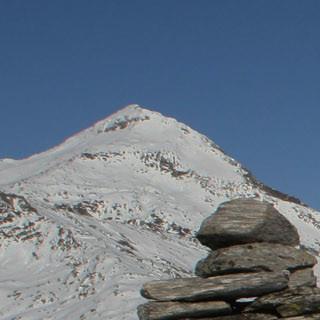 Touren sind z.B. am Lukmanierpass möglich, wenn auch nicht soviel Schnee liegt wie auf diesem Bild (Foto: Pröttel)