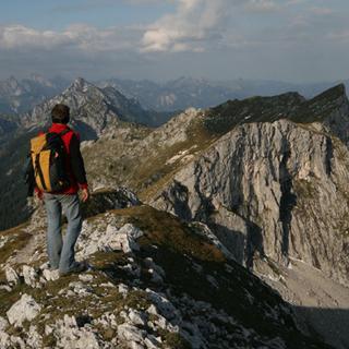 Am Sonntag dürfte der Gipfelkamm der Hochplatte wieder ein tolles Panoramas bieten. Foto M. Pröttel