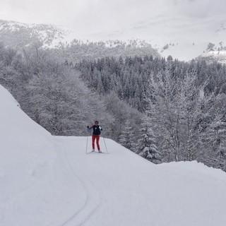 Zum Pass Col du Merle - Im Anstieg zum Pass Col du Merle. Im Hintergrund der Jura-Höhenzug.