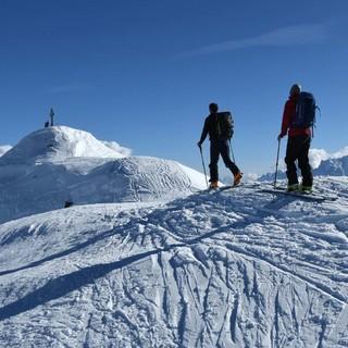 Gipfelkamm zum Marchkinkele mit Dolomitenblick. Foto: Stefan Herbke