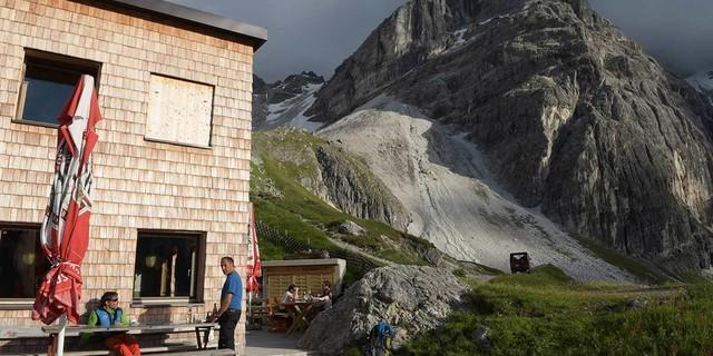 Wilde Krümelbrocken am Rand der Stubaier: Die Tribulaunhütte steht mitten unter ihnen. Foto: Stefan Herbke