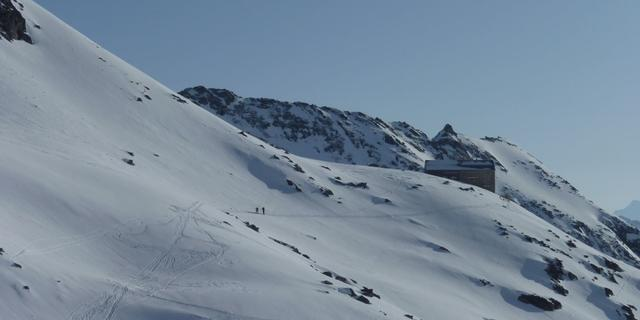 Die Neue Prager Hütte liegt mitten in der beeindruckenden Gletscherwelt des Nationalparks Hohe Tauern, Foto: Wilfried Studer