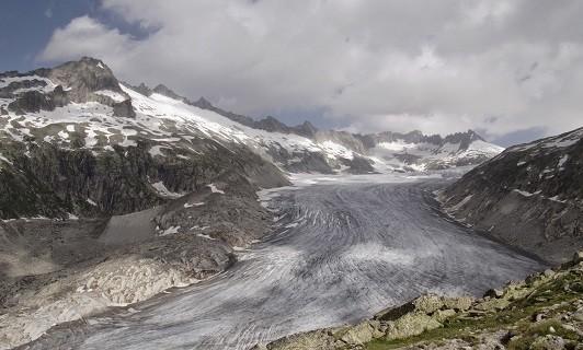 Gletscher, wie hier der Hintereisferner in den Ötztaler Alpen, verlieren in Folge des Klimawandels deutlich an Masse