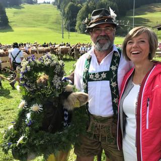 Scheidmeister Herbert Bader mit Annette Krause in Thalkirchdorf; Foto: SWR