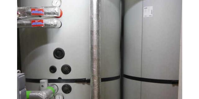 Neue Prager Hütte - Zum neuen Energiekonzept gehören die großen Pufferspeicher und ...