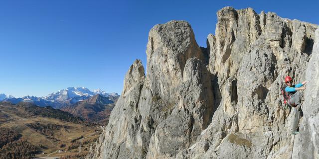 """Allem Zynismus zum Trotz: Klettersteige bieten sportliche Bewegung zwischen Wandern und Klettern – und in den Alpen den Zusatzbonus """"Berg-Erleben""""; besonders in den Dolomiten. Foto: Andreas Jentzsch"""