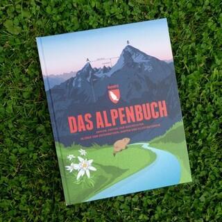 """""""Das Alpenbuch"""" Buchdeckel von Marmota Maps, Foto: Reni Zapletal"""