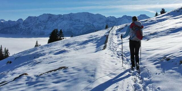 Winterwandern mit Schneeschuhen im Gepäck, Foto: Jonas Kassner