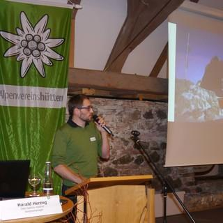 Harald Herzog berichtet über den Wettbewerb zur Seethaler Hütte/ÖAV. Foto: Archiv DAV