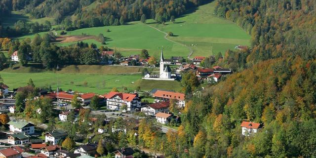 Bald Bergsteigerdorf: Kreuth mit Leonhardstein (Foto: Gemeinde Kreuth)