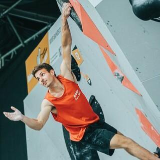 Yannick Flohé auf dem Weg zum Deutschen Bouldermeister 2021. Foto: DAV/Nicolas Altmaier