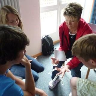 In der Kleingruppe wird gemeinsam der Konflikt mit Hilfe einer Moderatorin geklärt. Foto: JDAV/Claudia Wegmann