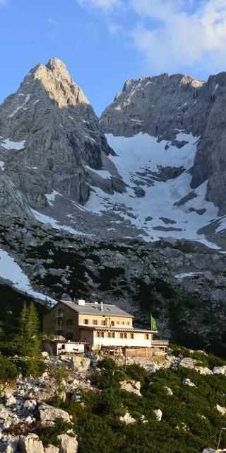 Die Blaueishütte vor dem Hochkaltermassiv , Foto: Raphael Hang