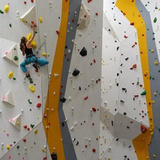 Die neue Kletterhalle bietet eine Wandhöhe von 15 Metern, Foto: DAV-Sektion Allgäu-Kempten