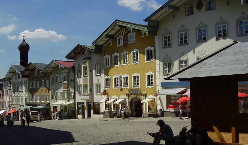 Bad Tölz - Bis Bad Tölz geht's noch sanft dahin. Dann beginnt das Gelände anzusteigen.