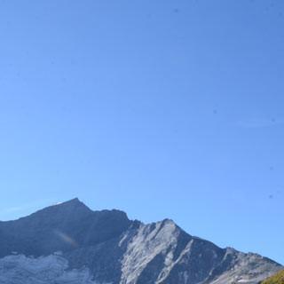 Abstieg in den Eisboden - Die Steinerne Stiege führt hinab in den Eisboden unter dem Eiskögele.