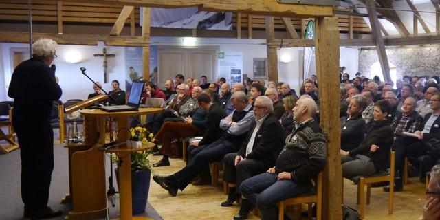 Das Schlusswort des Hüttenfachsymposiums spricht Helmut Ohnmacht. Foto: Archiv DAV