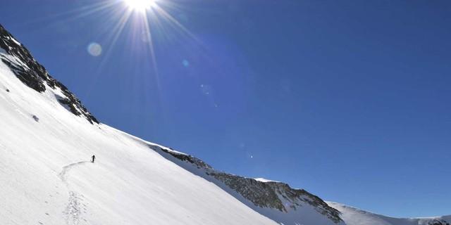 Durch die Stubaier Alpen - Die Passage der Stubaier Alpen ist die Schlüsseletappe der Transalp. Foto: Stefan Herbke