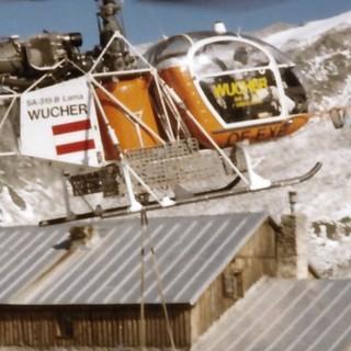 Hubschraubereinsatz beim Ausbau der Plauener Hütte, 1985. Archiv des DAV, München