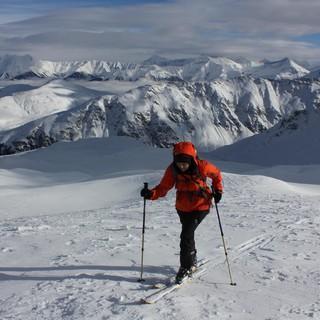 In der Schweiz wie hier in der Adula Gruppe liegt nach wie vor genügend Schnee. Foto: Pröttel