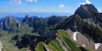 Die letzten Meter des Lisengrats vom Säntis zum Rotsteinpass, der überragt wird vom Altmann. Hier kreuzen sich die Wege. Einer führt hinunter zur Meglisalp, einem winzigen Alpdorf wie aus einem Schweizer Bilderbuch. Foto: Silvia Schmid